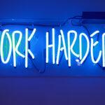 Świetlne neonowe napisy – doskonały efekt i świetne wrażenie